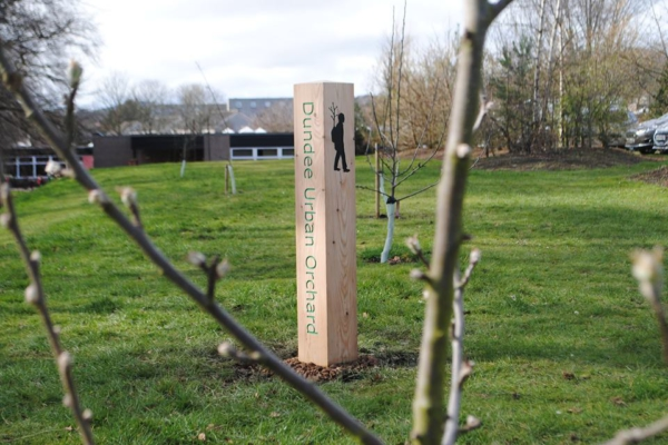 Dundee Urban Orchard Waymarker Dundee and Angus College